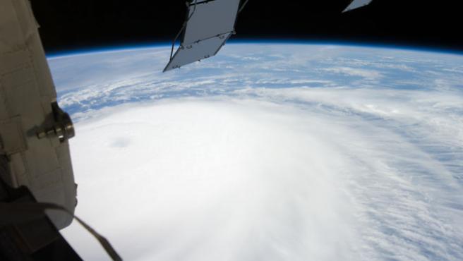 Imagen del huracán 'Ike' visto desde la Estacion Espacial Internacional frente a las costas de Texas (NASA).