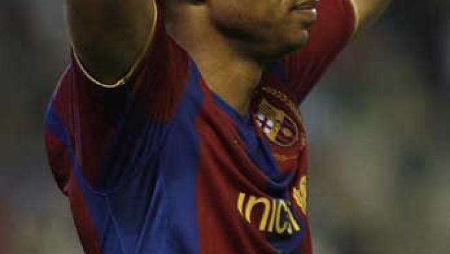 El francés del Barcelona, Thierry Henry, se lamenta en el partido ante el Betis.