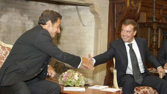 El presidente francés, Nicolas Sarkozy, junto con su homólogo ruso, Dmitry Medvédev. REUTERS/RIA NOVOSTI