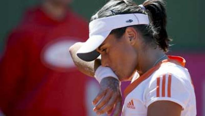 Anabel Medina se lamenta en un momento de su partido de la Copa Federación contra Vera Zvonareva.