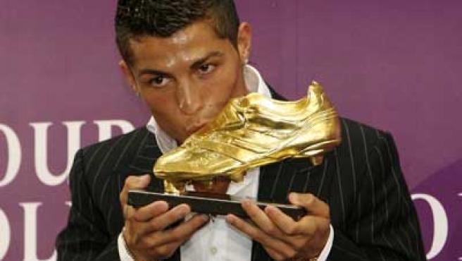 Cristiano Ronaldo recibió en Madeira la bota de oro como máximo goleador de la Champions.