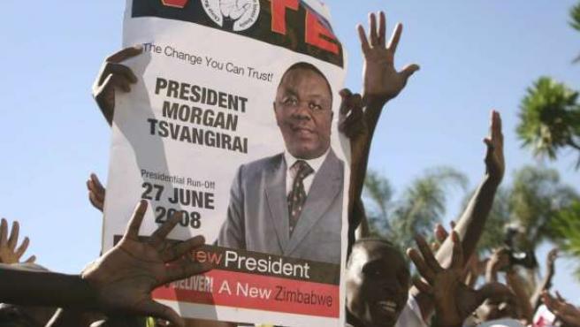 Zimbaue celebra la creación de un gobierno de unidad nacional en su país.