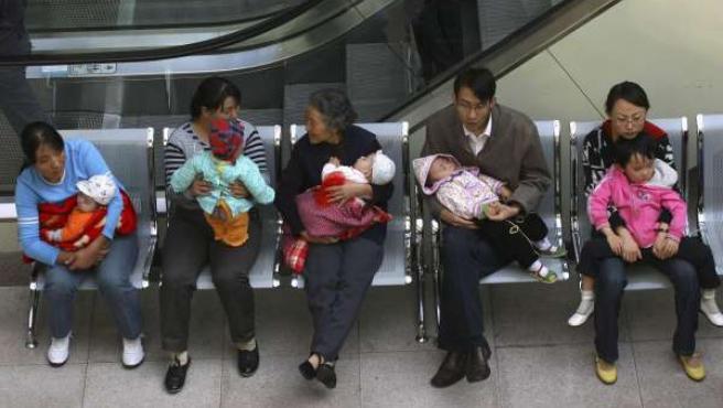 El pánico por el caso de la leche adulterada provocó colas en los hospitales chinos.