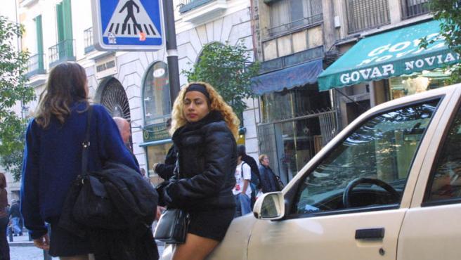 Dos prostitutas en la calle. (ARCHIVO)