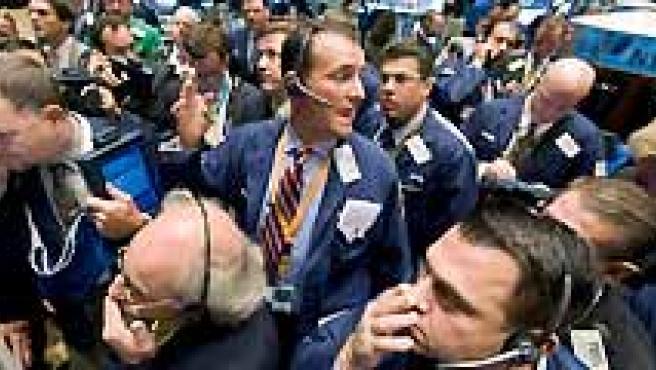 Las Bolsas de todo el mundo registraron este lunes nuevas bajadas. (AGENCIAS).