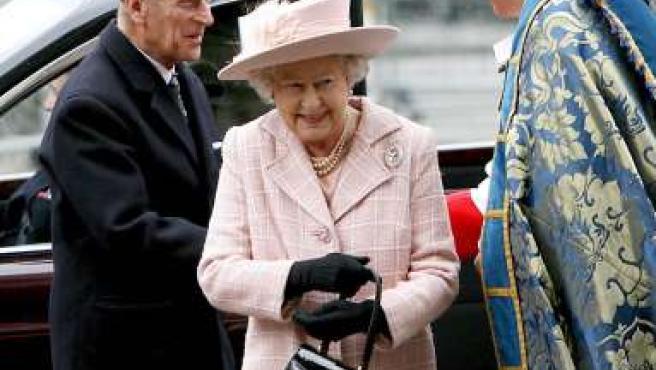 La Reina Isabel II y su esposo el Duque de Edimburgo llegan a la Abadía de Westminster.