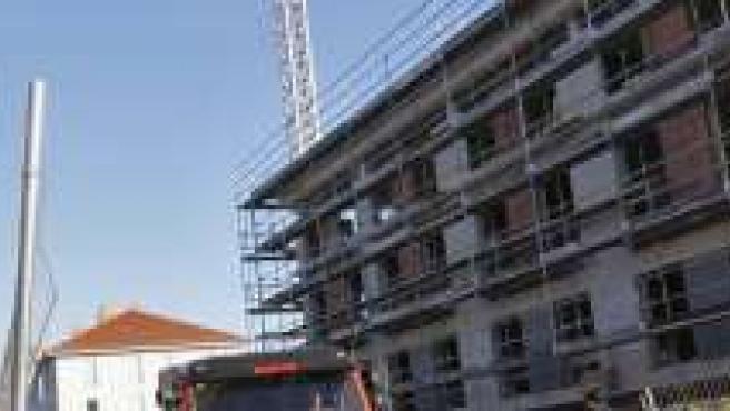 Una edificio en construcción en la región. (ARCHIVO)