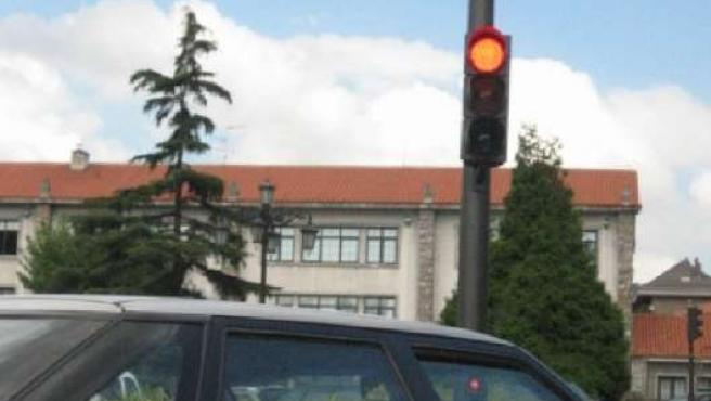 Uno de los semáforos con radar en plaza de Castilla.