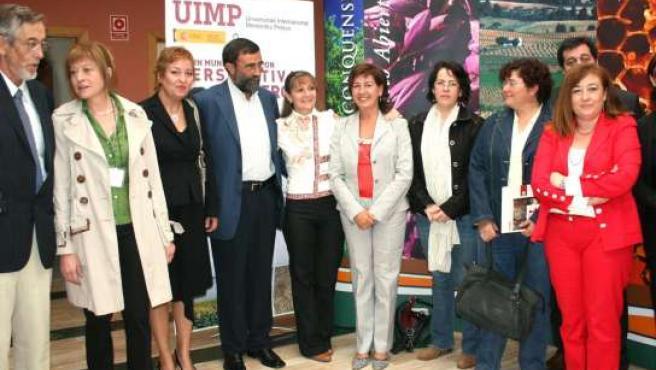 La directora del Instituto de la Mujer, Ángela Sanroma, junto a representantes de las instituciones organizadoras del seminario.