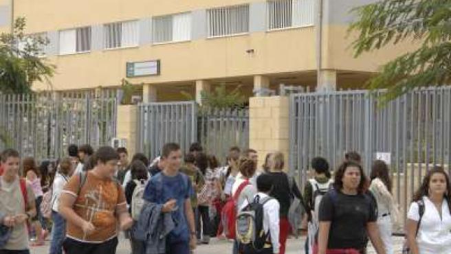 Estudiantes del instituto Torre Atalaya, donde se ha denunciado falta de material escolar.