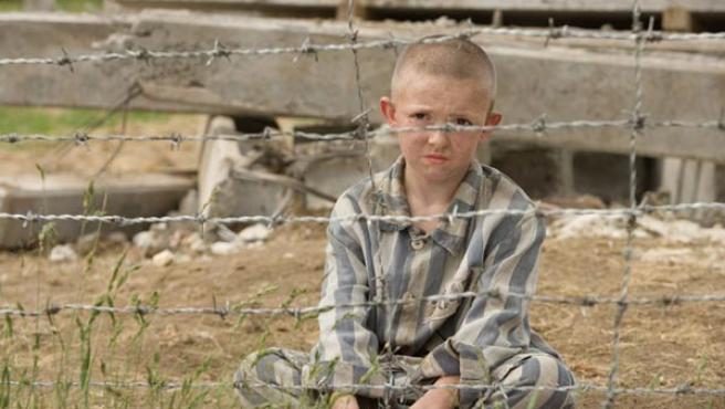 El pequeño de 8 años Shmuel está interpretado por el joven actor Jack Scanlon.