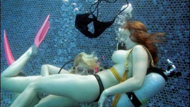El sexo subacuático es un genero porno en auge.