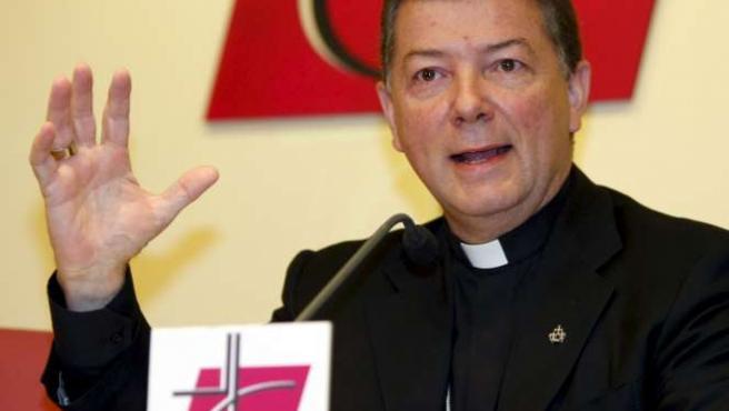 El portavoz de la Conferencia Episcopal, José Antonio Martínez Camino asegura que colaborarán con el juez Garzón. EFE/JOSÉ HUESCA