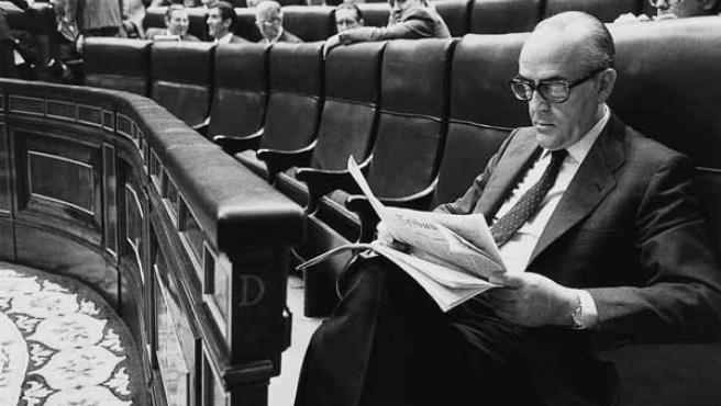 Fotografía de archivo de finales del 1982 del ex presidente del Gobierno Leopoldo Calvo-Sotelo en el Congreso de los Diputados.