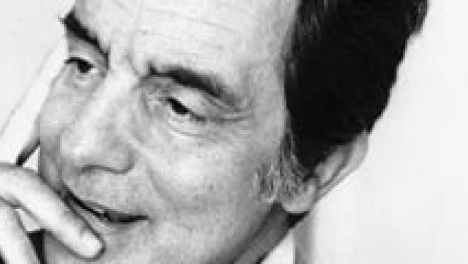 El escritor italiano Italo Calvino, 1923-1985.