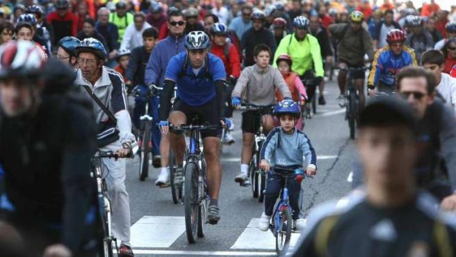 Participantes de la Fiesta de la Bicicleta. (JORGE PARÍS)