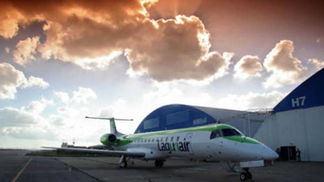 Avión de Lagun Air en el aeropuerto de León