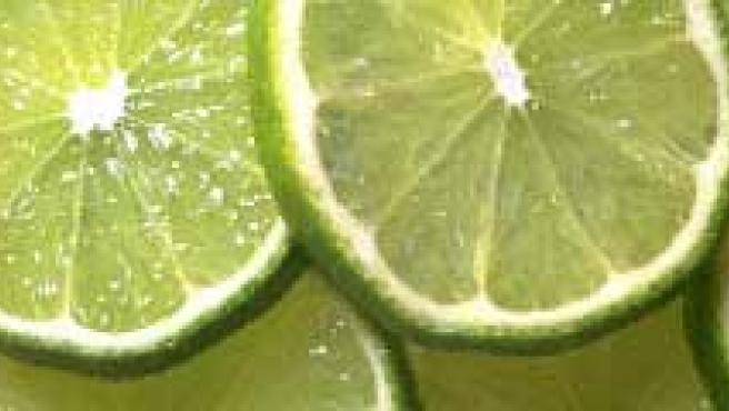 El aceite, los limones y la harina son los alimentos que más se han encarecido en el último año. (EFE).
