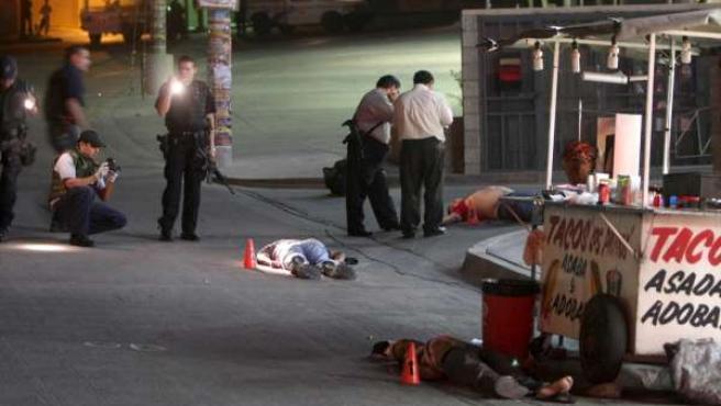 La Policía investiga el lugar donde tres personas fueron acribilladas de forma similar en Tijuana.