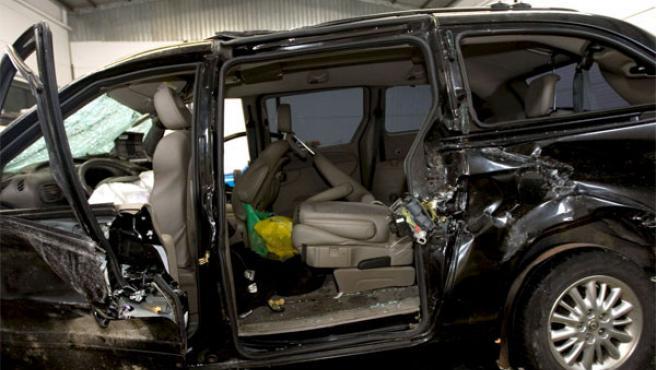 El coche en el que viajaban E. Arroyo y A. Torroja (ARCHIVO)