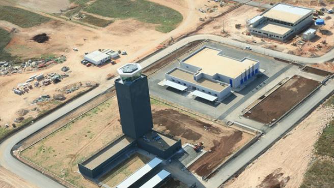 Estado de las obras de la zona de la torre de control en octubre pasado.