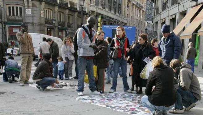 Top Manta en la Puerta del Sol de Madrid.