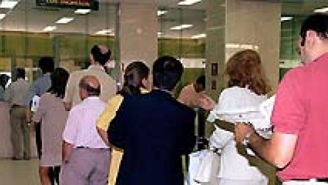 La inmigración, el paro y la situación económica actual es lo que más preocupa a los españoles. (ARCHIVO).