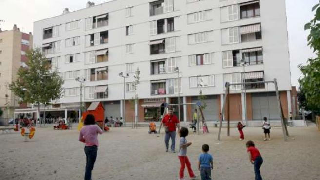 En la imagen, vista del parque del barrio tarraconense de Campo Claro en el que se intentó realizar la venta de las niñas. (EFE)