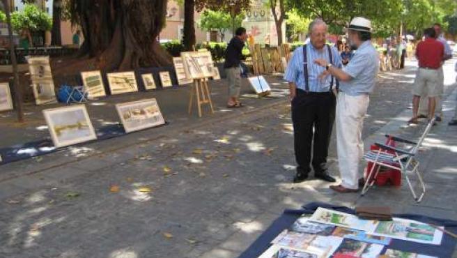 El Mercado de Arte da color a los domingos de Sevilla.