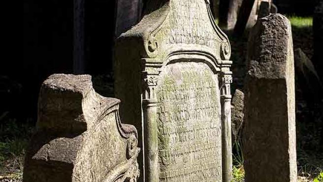 Tumbas en el cementerio judío de Praga.