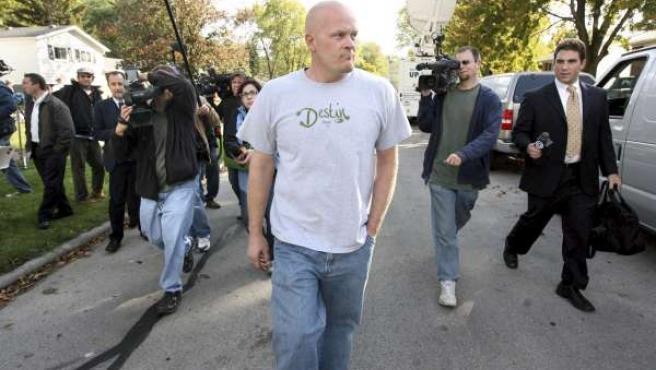 Joe Wurzelbacher, seguido por los periodistas en su vecindario de Ohio.