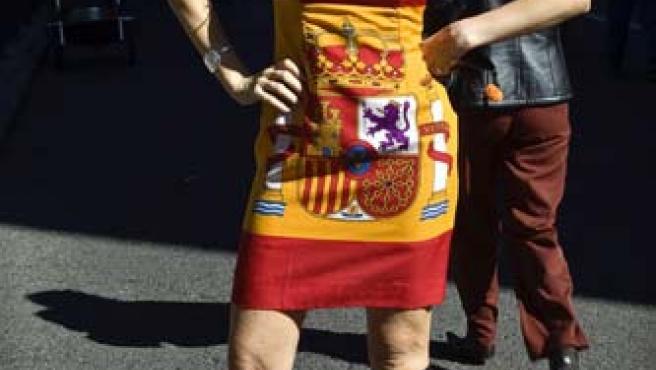La concursante posa con su original vestido en el día de la hispanidad.
