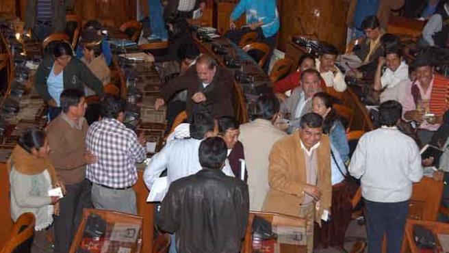 La sesión del Congreso boliviano se retrasó más de nueve horas (EFE)