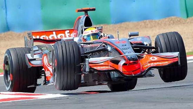 Lewis Hamilton, al volante de su McLaren.