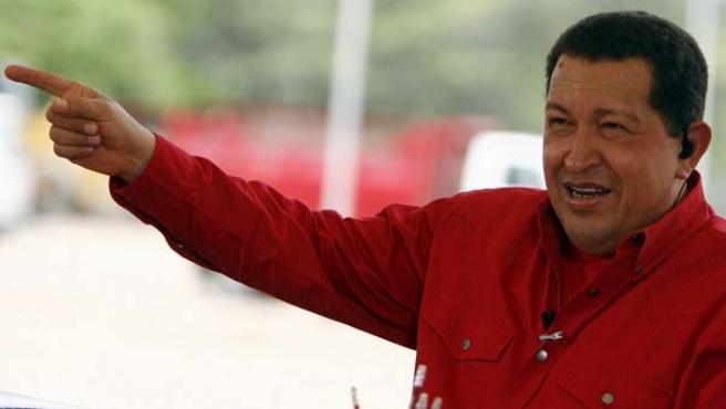 El presidente de Venezuela, Hugo Chávez, durante la transmisión de su programa dominical 'Aló Presidente' (EFE)