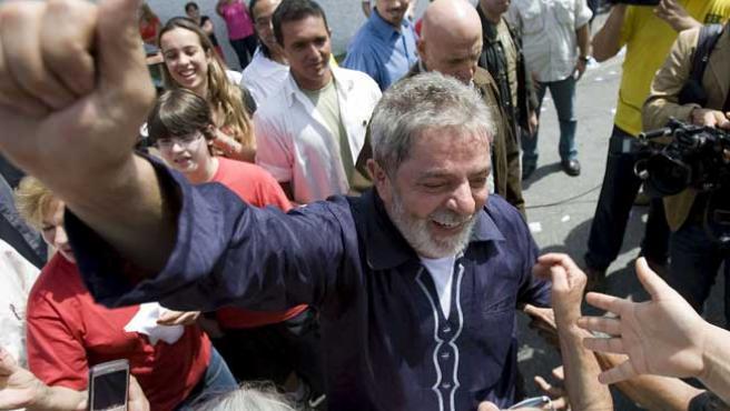 El presidente de Brasil, Lula da Silva, después de votar este domingo en Sao Paulo (Sebastiao Moreira / EFE)