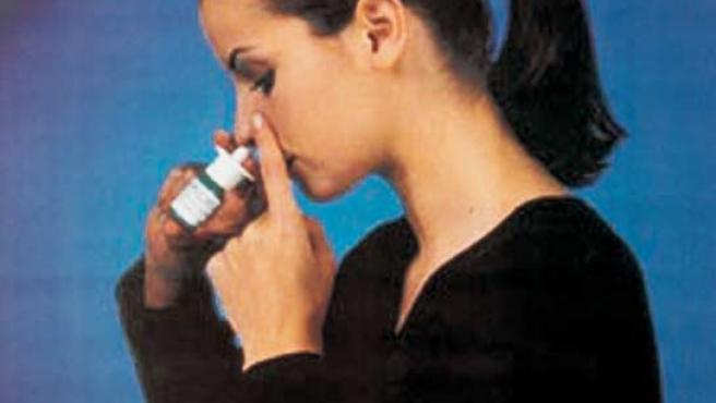 Los aerososles con sulución salina limpian los conductos nasales.