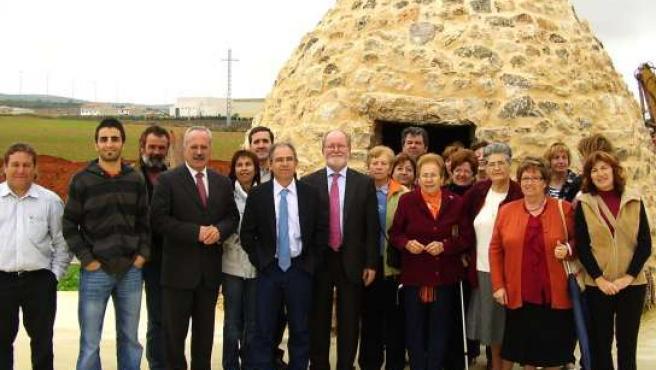 El director general de la Presidencia, Luis Miguel Maza, ha visitado hoy las obras de mejora en espacios públicos en Campillo de Altobuey.