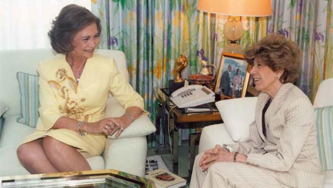 La Reina Sofía con Pilar Urbano, durante una de sus entrevistas.