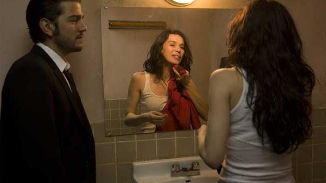 Diego Luna y Ariadna Gil, en 'Sólo quiero caminar'.