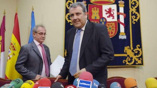 El delegado del Gobierno en Castilla la Mancha, Máximo Díaz, en la rueda de prensa donde ha ofrecido los datos sobre explotación. (AGENCIAS)