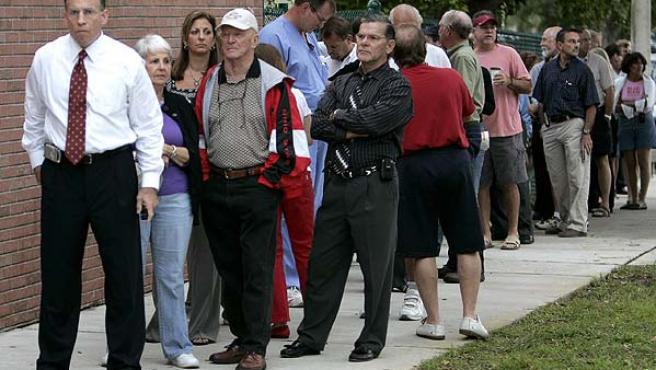 Fila a las puertas de un colegio electoral en Boca Raton, Florida. (Joe Skipper / Reuters)