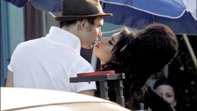 Amy Winehouse y su marido, en una foto de archivo (KORPA).