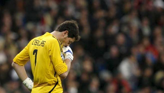 El portero del Real Madrid Iker Casillas tras encajar el segundo gol del Juventus (Efe).