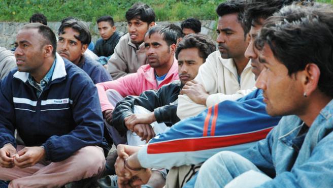 Un grupo de inmigrantes hindúes del CETI. (ARCHIVO)