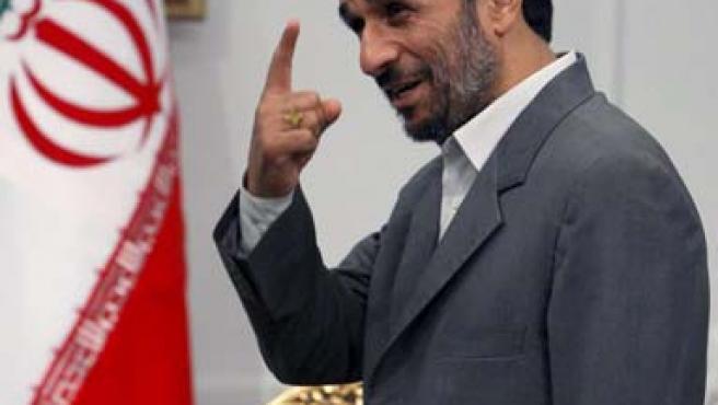 El presidente de Irán, Mahmud Ahmadineyad, en su oficina presidencial, en Teherán (EFE)