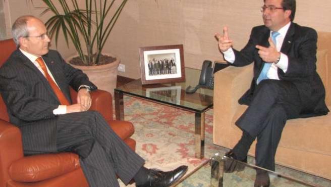 Montilla y Fernández Vara se han reunido este jueves en el Palau de la Generalitat. ACN/ XAVIER ALSINET