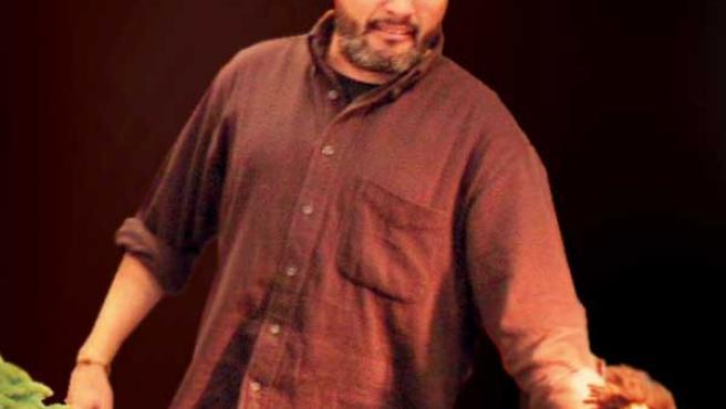 Alberto Sebastián, cuentacuentos cántabro, en medio de una actuación.LECTORES/20MINUTOS.