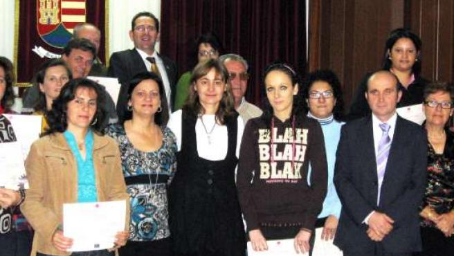 La consejera de Trabajo y Empleo junto a los trabajadores y trabajadoras del Taller de Guadalmez. (JCCM)