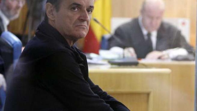 Fotografía de archivo, tomada el 27 de octubre de 2006, en la que De Juana Chaos asiste al juicio contra él por amenazas terroristas.
